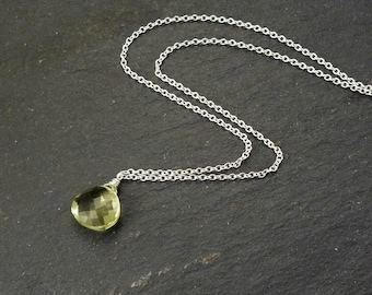 Short silver necklace with green quartz, fine necklace with Briolette, gift, layer necklace, pendant green, Briolette, gift for her, layering