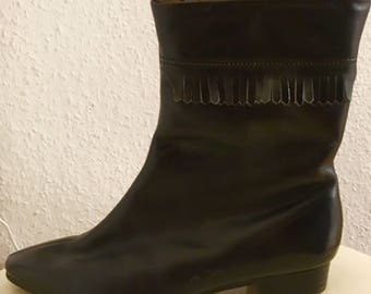 Vintage faux leather winter boots with fringe detail and fleece lining (size 35)
