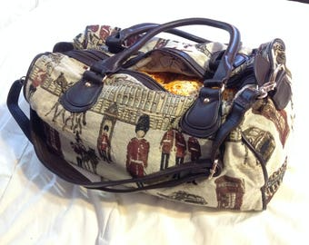 Vintage 1980 's/travel/Duffle Bag purse / tapestry / Faux Leather/Luggage weekend hand/Weekender/suitcase / luggage worn shoulder/cross body/Shoulder/Cross