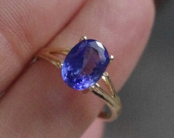 Natural Purple Tanzanite in Solid 10kt Gold Ring