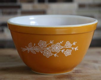Pyrex Butterfly Gold Mixing Bowl 750ml