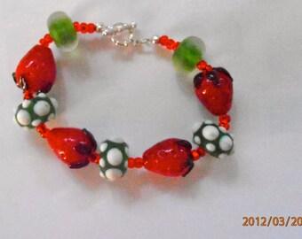 Adorable strawberry glass bead bracelet. Approx. size 6.5.