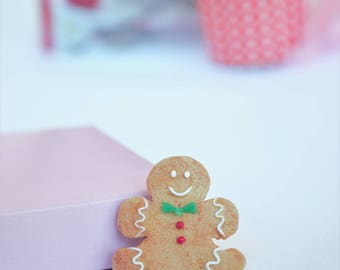 Gingerbread man cookie brooch, christmas brooch, miniature food brooch, christmas gift for her, food pin, polymer clay brooch,christmas find
