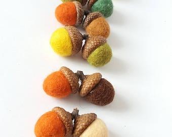 20 felted acorns. Autumn colors twins acorns. Home decor. Thanksgiving decor. Fall colors decor. Set of 20 felted acorns. Wedding decoration