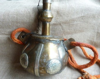 Ethnic engraved metal flask * 17/10/6 cm *.