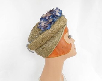 Woman's 1940s hat, vintage chapeaux taupe straw, blue flowers, back flap