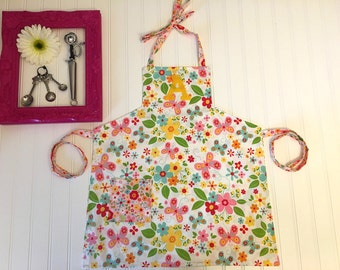 Girls floral custom apron, girls butterfly apron, personalized apron for girls, pink yellow green blue kids apron, apron with pockets, kids