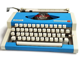 Olympia Typewriter, Blue Olympia Traveller Deluxe Portable Manual Typewriter, Working Typewriter with Metal Body in Bright Blue