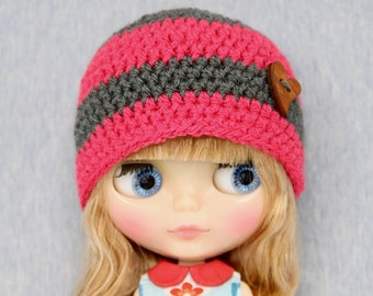 Crochet striped Blythe hat /beanie (grey/red fromboise) with wooden button.