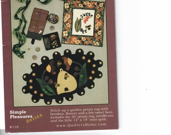 1 Sweet Bee patterns with instructions for a Rug, needle case, mini quilt New Package sewing supply Quilters home pattern