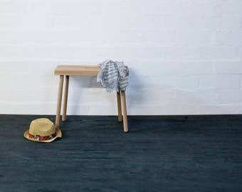 HOQDI oak stool,