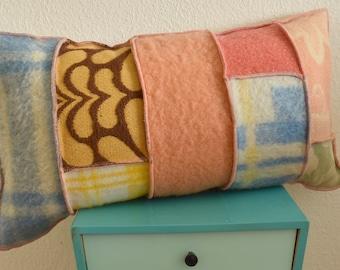 Handgemaakt wollen kussen | 100% wol, gerecycled van vintage AaBe dekens | Pastel | Geel, Blauw, Oranje, Groen, Roze