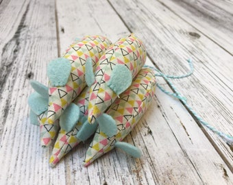Triangle Catnip Mouse Toy for Cats and Kittens