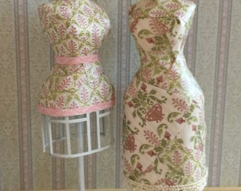 Choice of Two Different Dress Forms in One Inch Scale for a Dollhouse