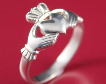 Claddagh ring. Ladies 10k white gold Claddagh Celtic Ring. Heart ring. Irish ring.