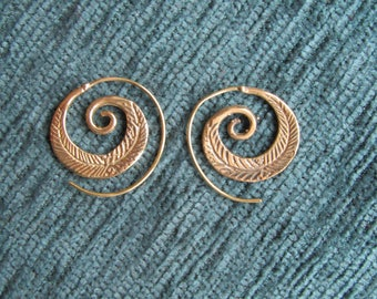Small spiral Golden Feather Indian post earring