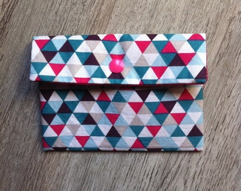 Petite pochette à rabat motifs triangles