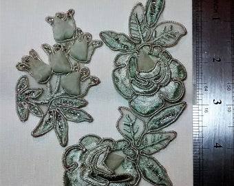 SE-104 Teal Rose Applique with Seed Beads