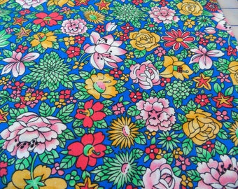 "Bright floral vintage quilting fabric flowers calico 32"" X 44"" flower quilt fabric 80's"