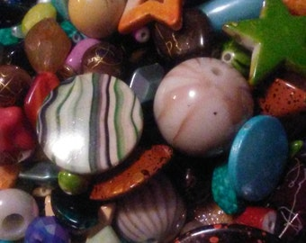 Mixed lot of 100 acrylic beads, bead destash, bead soup, bead haul, assorted beads, jewelry and beading supplies