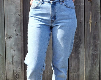 Vintage denim Levis 950 relaxed fit tapered leg     H2