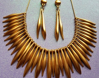 Gold tone 1980's statement necklace and drop earring set