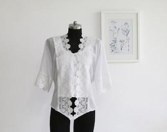 Vintage 1970s white buttoned blouse, Summer blouse, Floral blouse, Lace blouse