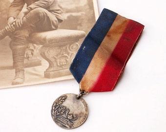 Vintage Honneur Merite Medal Military Embellishment