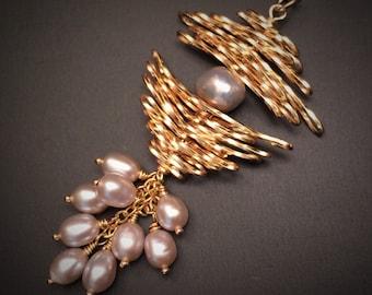 Cascade de fard à joues de collier de perles, cadeau de fête des mères pour elle, collier en or, bijoux contemporains, collier grappe, Blush mariage