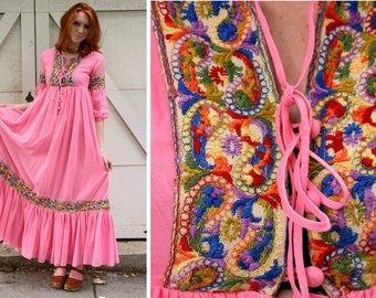 Beverly Paige Bohemian Cotton Gauze Dress with Colorful Embroidery Size Small 1970s