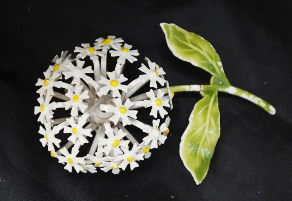 daisey Flower Brooch - Enamel flower -white green yellow - domed  - floral Pin