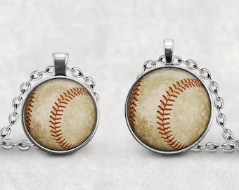 Baseball Pendant, Vintage Baseball Necklace, Baseball Key Chain, Baseball Mom Bling Gift, Baseball Coach Gift, Pendeloque