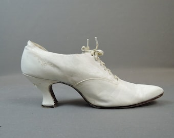 Vintage Edwardian White Shoes Leather with Pointy Toe, size 6-1/2, As Is with flaws