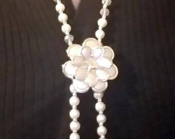 Vintage faux pearl flower pendant necklace
