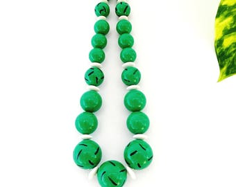 Vintage bead necklace- Rockabilly tiki hawaiian 60s style emerald green beaded short necklace with white and black details