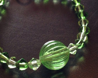 4/8Green with accent bead bracelet