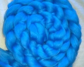 Superwash Merino Handdyed Solid Color Comb Top Roving - 4 oz - Light Blue