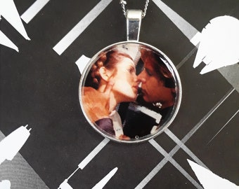"""1"""" Leia and Han kiss necklace"""
