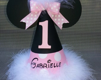 Minnie Mouse birthday party hat with name; light pink