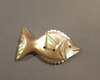 Engraved mother of pearl fish button.