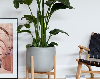 Large pot planter with timber legs - Freddie series - CONCRETE