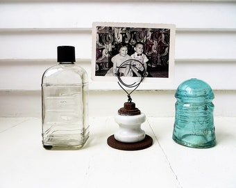Wire photo holder / Farmhouse decor picture stand  / Upcycled junk