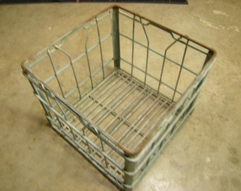 vtge wire crate-metal crate-milk crate-Berkeley,Ca-storage-organization-locker-rustic shelving-garage-a little rusry-retro-