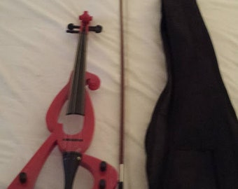 Electric Violin - with Gig bag Case - See photos - Needs to be restringed