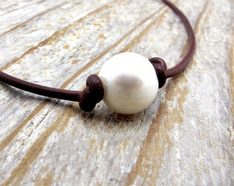 clothing gift, leather and pearl necklace, boho necklace, beauty gift, Christmas gift, June birthstone gift, knotted pearl necklace