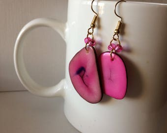 Tagua nut and glass beaded earrings - Pink