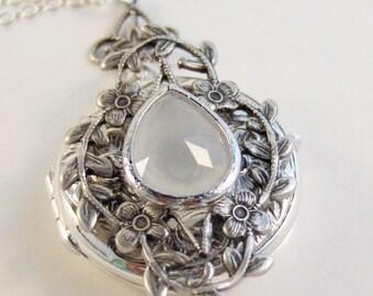 Sterling Silver Moonstone Locket,Moonstone Locket,Silver Locket,Sterling Silver Locket,Birthstone Locket,Moonstone,Genuine Moonstone