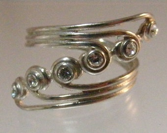 Vintage Cubic Zirconia Bypass Multi Stone Ring in Sterling Silver.....  Lot 5852