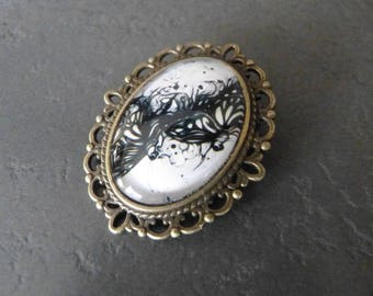 Lace cabochon brooch black and white