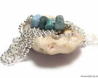 Galets de plage verre bijoux mer: Long bleu laitier verre argent Sterling 1800 Vintage collier de perles breloque - Cairn bijoux plage de pierres